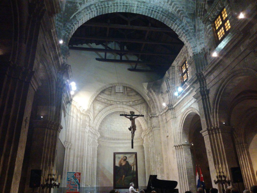 L'attribut alt de cette image est vide, son nom de fichier est Eglise-St-Francois-trompe-loeil-du-choeur-1024x768.jpg.