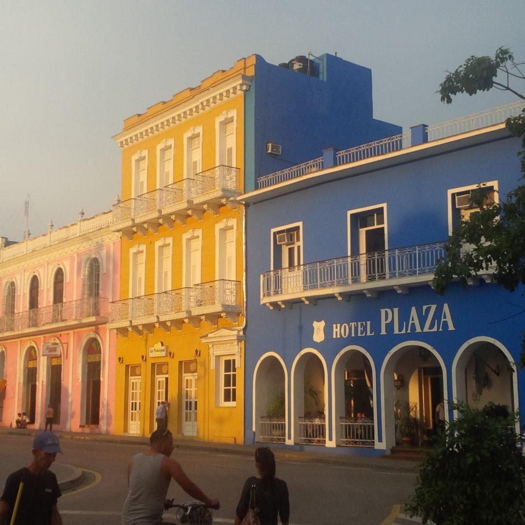 L'attribut alt de cette image est vide, son nom de fichier est Hotel-Plaza-Sancti-Spiritus-1024x1024.jpg.